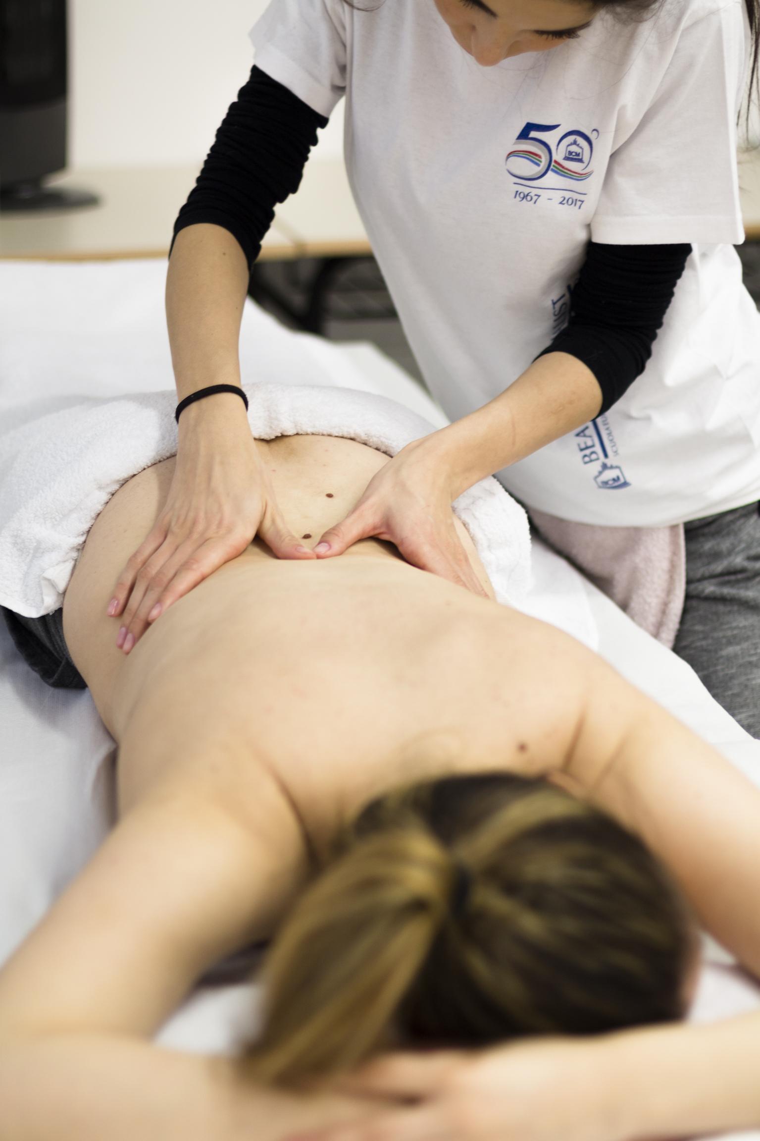 Scuola BCM-corso massaggio decontratturante